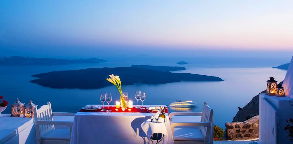 Σαντορίνη - Ready for dinner Santorini island
